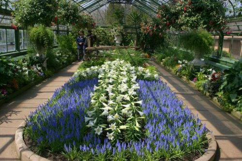 Picture of the Floral Showhouse Courtesy of www.niagarafallstourismblog.com